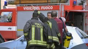 Catania, auto in fiamme col conducente: 41enne ustionato è gravissimo