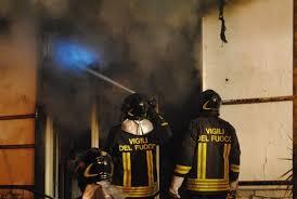 In fiamme una panineria a Priolo, indagini in corso