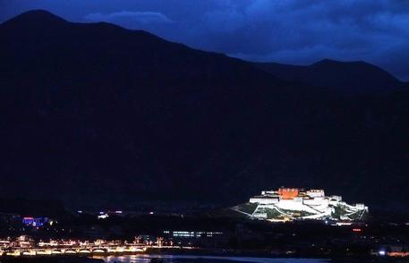 Tibet: incendio in un monastero buddista patrimonio dell'Unesco