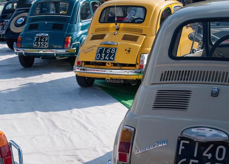 1000 Miglia: una parata di auto d'epoca che anno dopo anno conquista gli appassionati