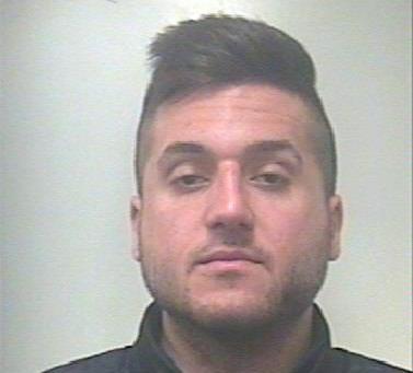 Carlentini, vìola i domiciliari e nasconde addosso armi: arrestato