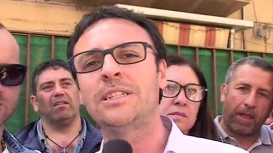Palermo, il deputato Figuccia di Forza Italia si incatena a sostegno della vertenza dei Forestali