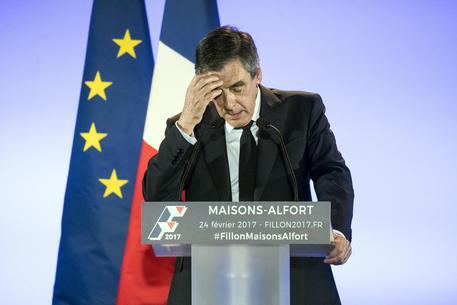 Presidenziali in Francia, Fillon nella bufera: la moglie è in stato di fermo