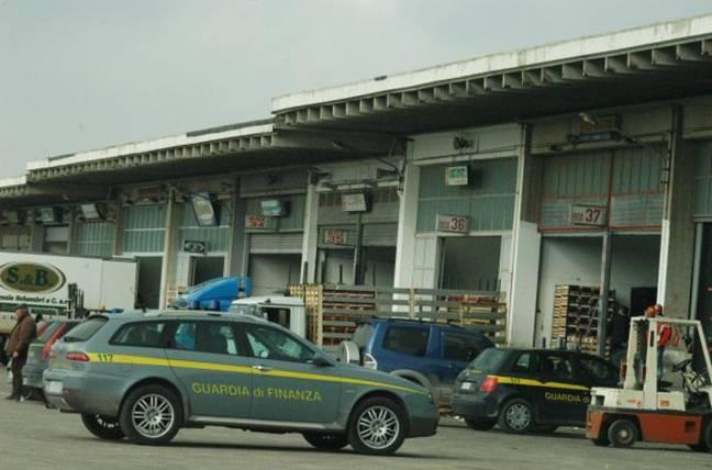 Blitz interforze al mercato ortofrutticolo di Vittoria: irruzione nei box