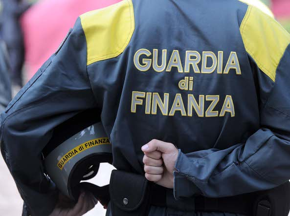 Milano, fatture false per 30 milioni: quattordici denunce