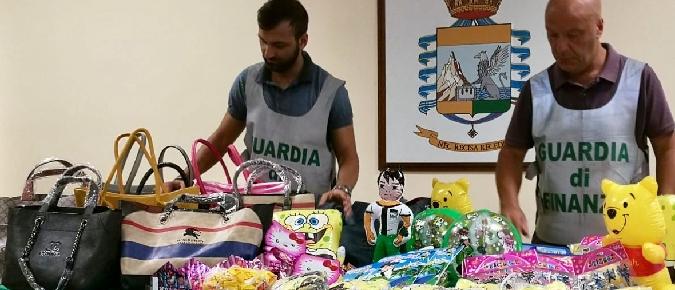 Catania, la Guardia di finanza sequestra 81 mila articoli contraffatti