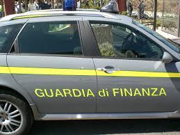 Articoli illegali sequestrati dalla Finanza in negozi del Catanese