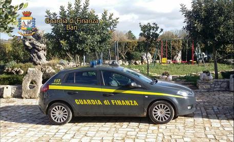 Droga e armi a Bari, diciassette persone arrestate dalla finanza