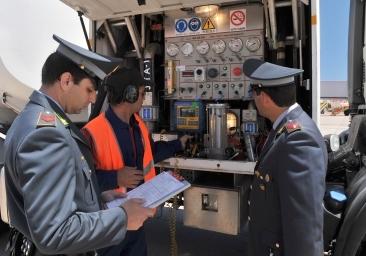 Frode sulla benzina a Palermo, scattano 9 arresti: sette ai domiciliari