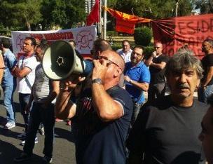 Palermo, i lavoratori di Fincantieri in protesta davanti la Regione