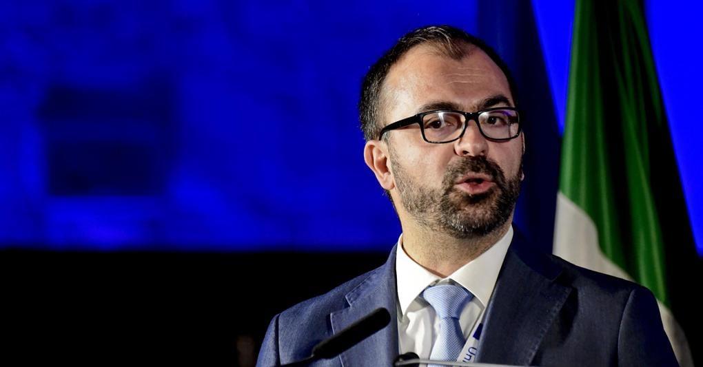 Governo, pochi fondi per la scuola: si dimette il ministro Fioramonti: adesso potrebbe lasciare i 5Stelle