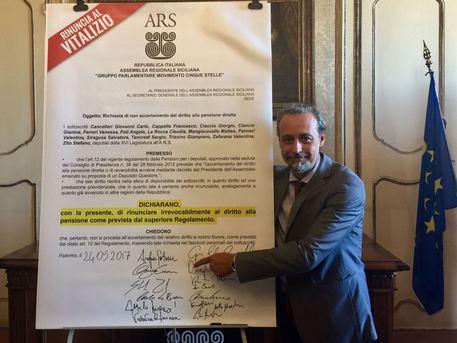 """Regionali, esposto M5S: """"Verificare la regolarità delle firme nei listini"""""""