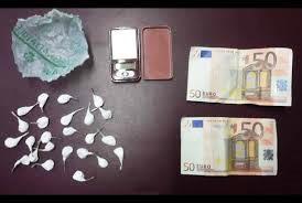 Soldi e 20 dosi di cocaina in auto, due giovani arrestati a Fiumefreddo