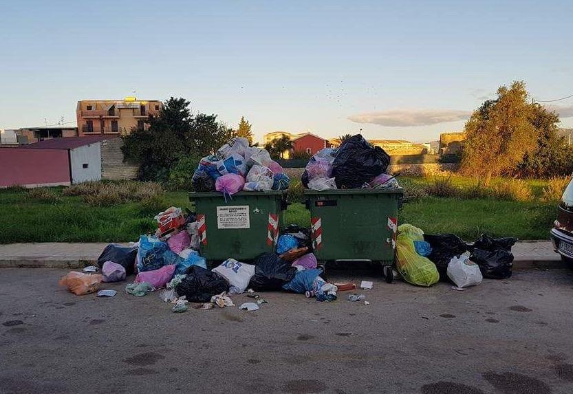 Floridia, scarsa informazione sulla differenziata: strade piene di rifiuti