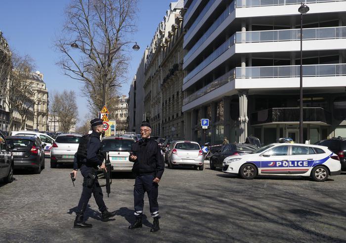 Parigi, lettera con esplosivo al Fondo monetario: un'assistente resta ferita