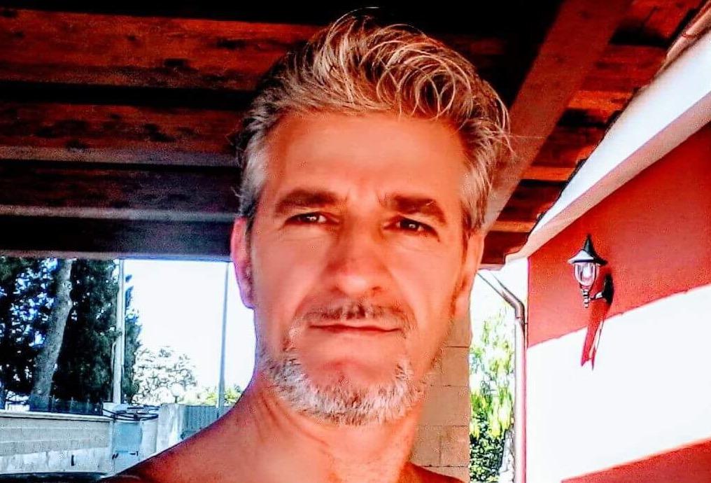 Floridia. imbianchino - poeta muore a casa stroncato da un infarto