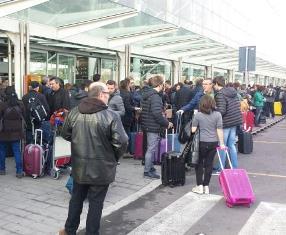 Catania, aeroporto chiuso fino alle 19 per la cenere lavica dell'Etna
