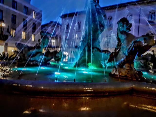 Giornata dell'autismo, a Siracusa la Fontana di Diana illuminata di blu