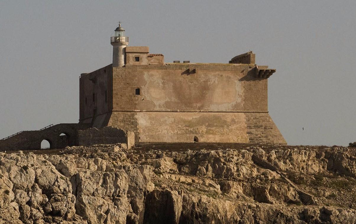Capo Passero, la Fortezza espugnata con gravi rischi per i turisti