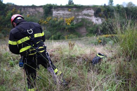 Neonato di 4 mesi trovato morto in un fossato nel Beneventano: madre piantonata