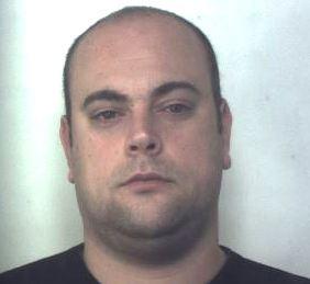 Era agli arresti domiciliari a Floridia: arrestato con 3 panetti di hashish