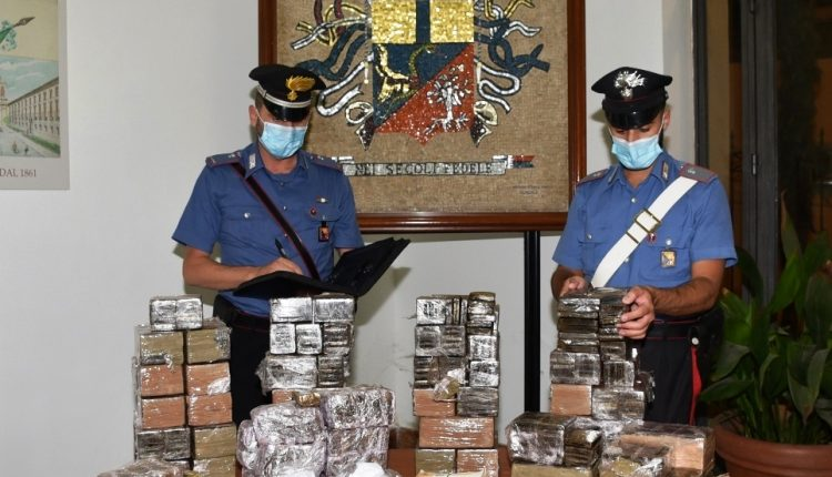 Palermo, sequestrati 85 chili di hashish e denaro: scattano 3 arresti