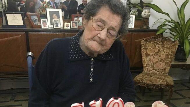 Lecce, è sopravvissuta a 2 Guerre, alla 'Spganola' e al covid: nonna Carmela ha compiuto 111 anni