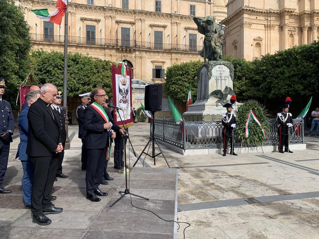 Festa delle Forze Armate, a Noto l'omaggio al Monumento dei Caduti