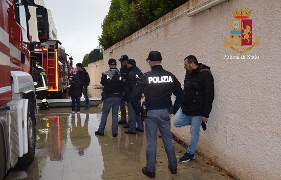 Ragusa, incendio in un condominio: poliziotti salvano una donna