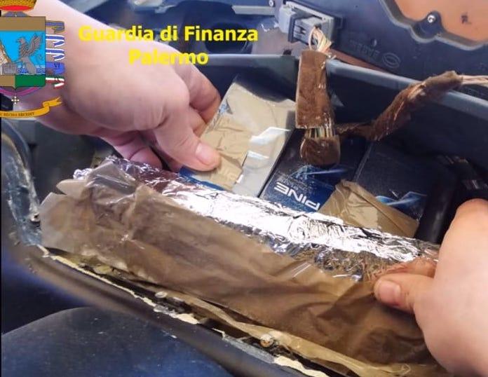 Palermo, denunciato per sigarette di contrabbando