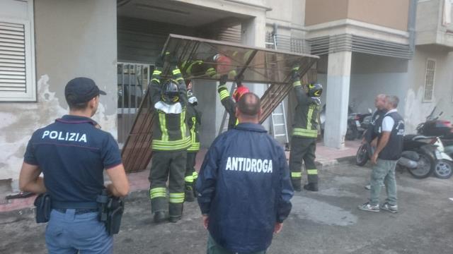 Siracusa, assedio di polizia e carabinieri al 'fortino' della droga a Mazzarrona
