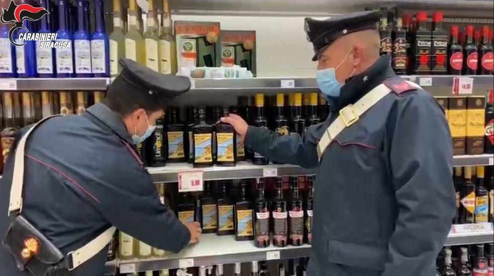 Ruba sette bottiglie di liquori al Conad di Melilli: finisce agli arresti in casa
