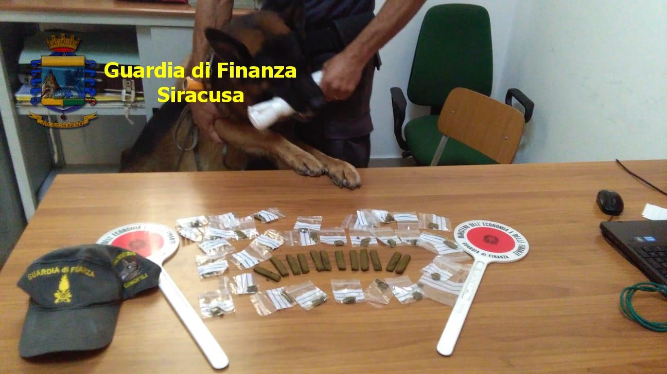 Blitz antidroga in casa di un siracusano, trovato con 42 dosi: arrestato