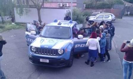 Terremoto, la polizia incontra gli alunni in una scuola di Zafferana