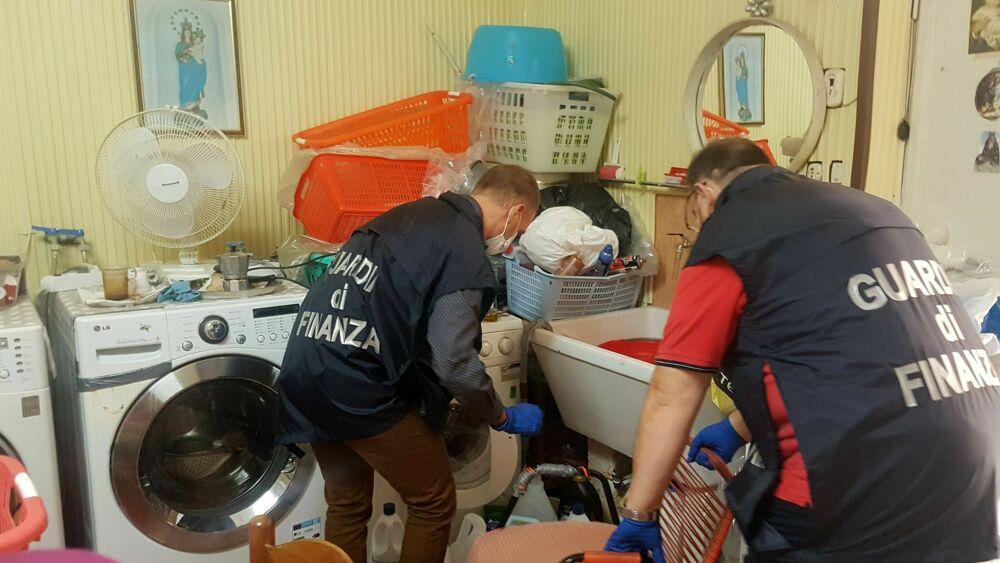 Lavanderia abusiva sequestrata nel Palermitano dalla Finanza