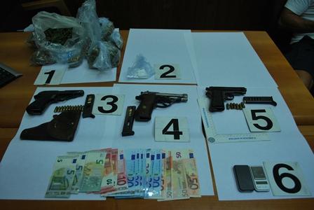 Catania, scoperto un mini arsenale di armi e droga: un arresto
