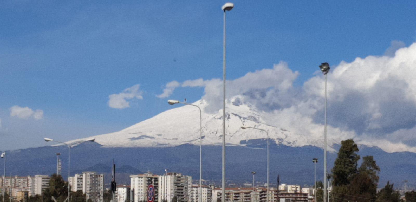 Ancora cenere sull'aeroporto di Catania: scalo chiuso fino a domani alle 11