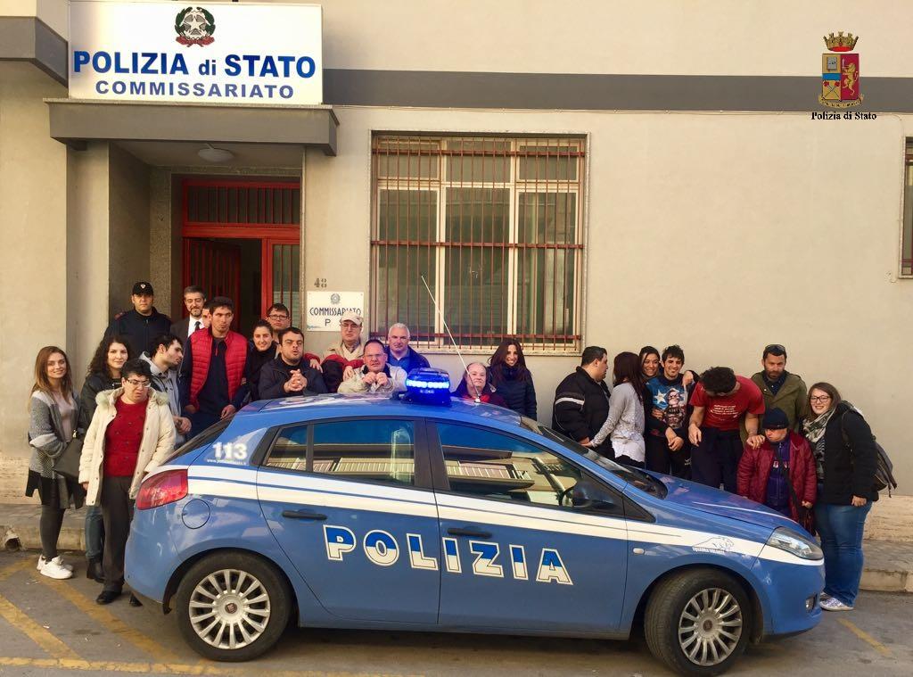 Venticinque ragazzi dell'Anfass visitano il Commissariato di Modica