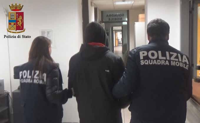 Ragusa, evade dai domiciliari per stuprare l'ex compagna: arrestato