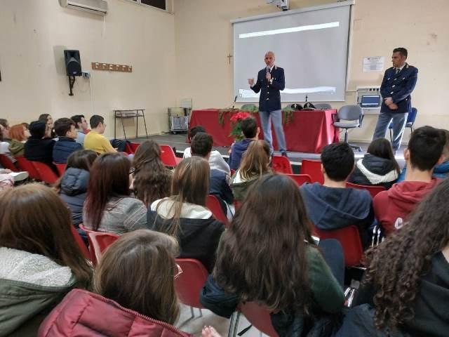 Giovani a confronto, la polizia di Noto incontra gli studenti