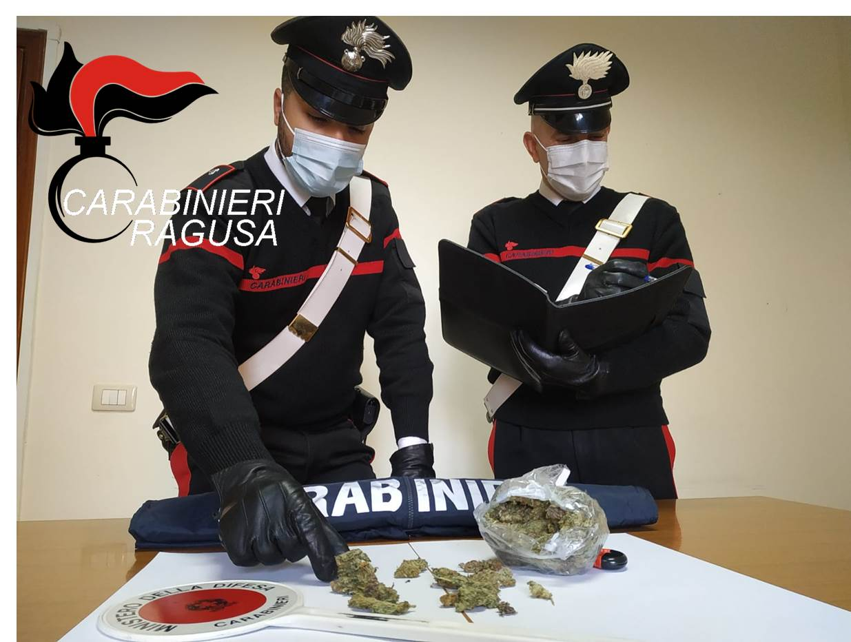 Diciassettenne preso con 100 grammi di marijuana, arrestato a Vittoria