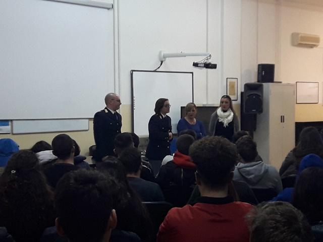 Siracusa, lotta al femminicidio: la polizia incontra gli studenti
