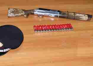 Siracusa, si allena al tiro a volo con un fucile a canne mozze: finisce ai domiciliari