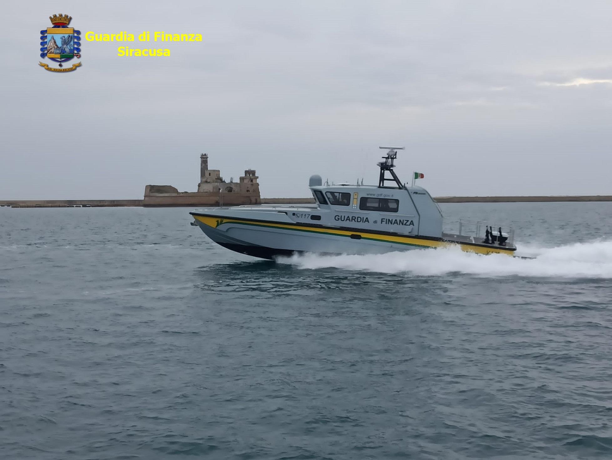 Pesca illegale, catanese bloccato vicino a nave per quarantena migranti