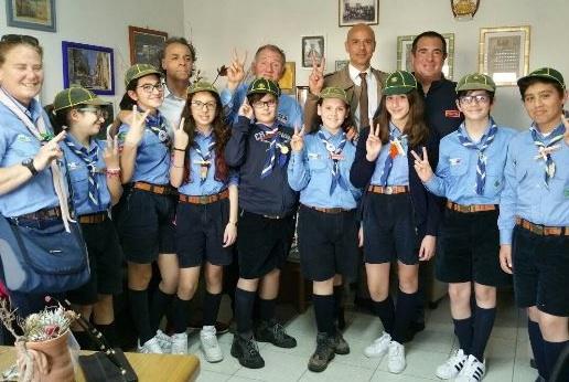 Un gruppo scout in visita al Commissariato di polizia di Pachino