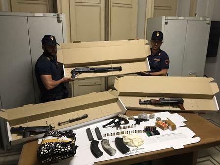 Catania, trovato un arsenale in via Ustica: scatta il sequestro