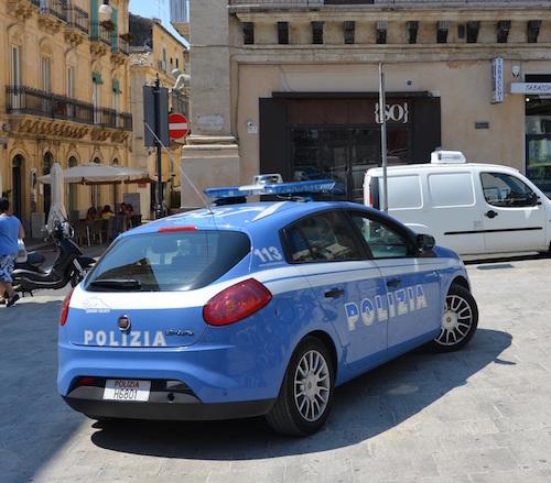 Ragusa, minaccia di morte la moglie e le figlie minori: arrestato