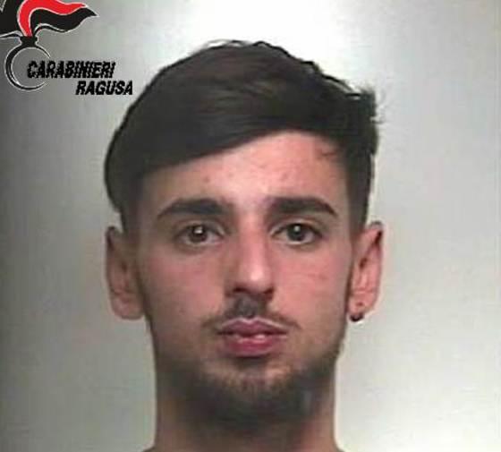 Arrestato a Comiso un sorvegliato speciale: in casa droga e munizioni