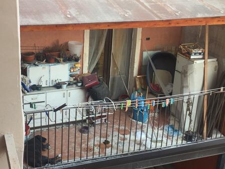 Catania, lascia il cane in balcone senza cibo e acqua per giorni