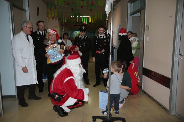 In Pediatria a Noto arriva Babbo Natale con i doni per i bimbi
